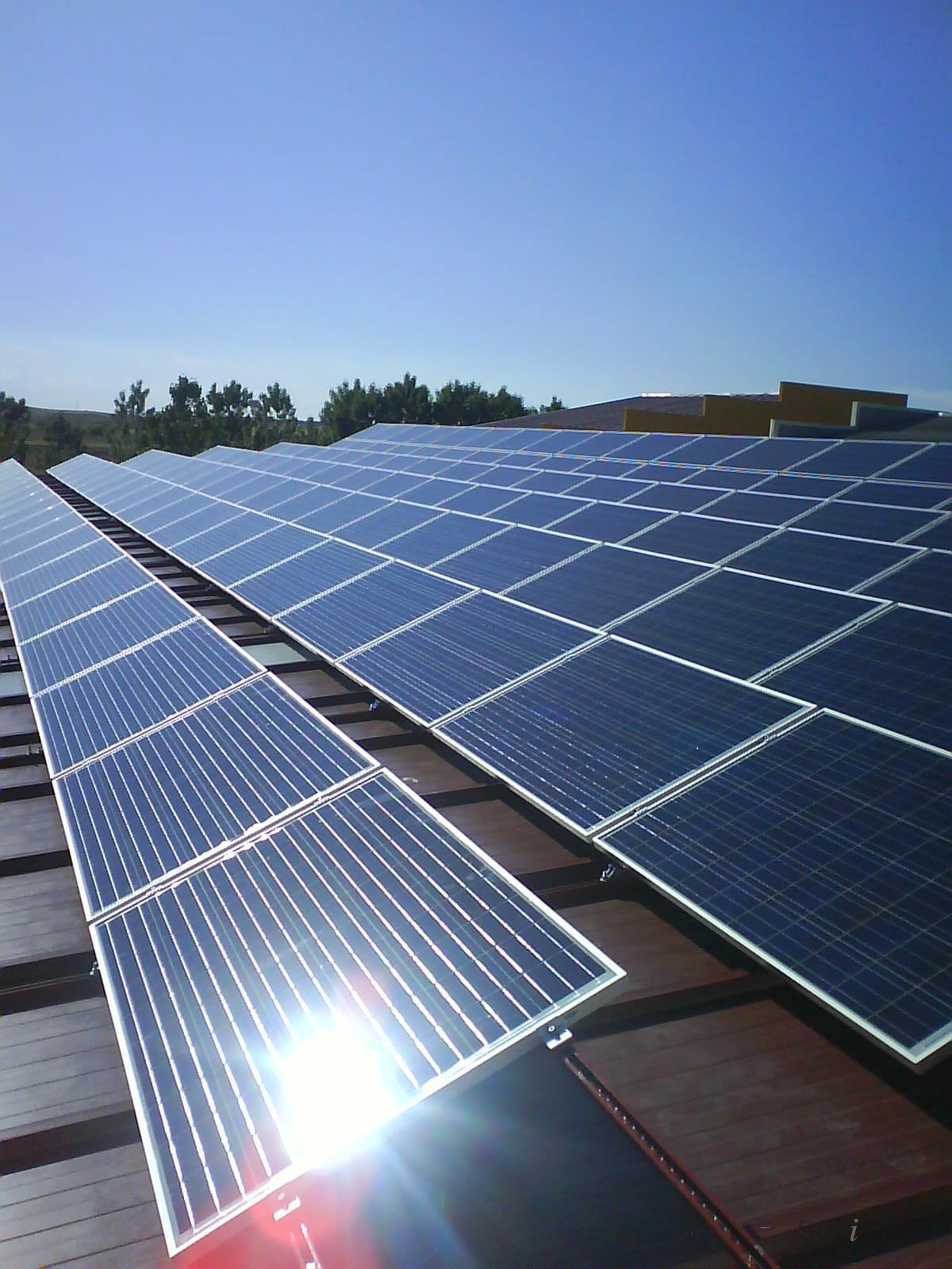 http://eurostaete.nl/wp-content/uploads/2017/02/Solar-Panels-Charger-voorbeeld-nav-plaatsing-zonnepanelen-Eurostaete.jpg